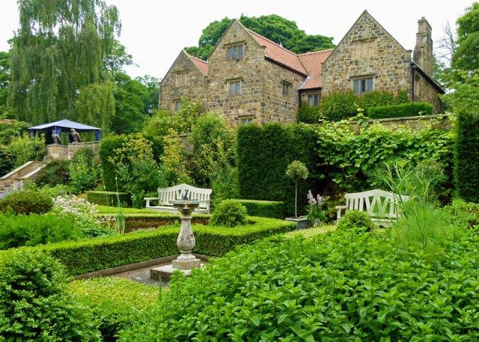 Washington Old Hall, Jacobean garden
