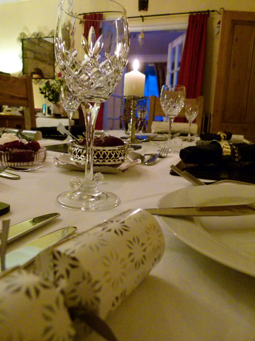 Christmas table setting, Christmas crackers