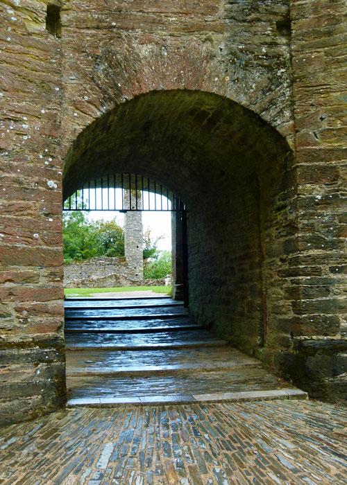 Berry Pomeroy Castle, Devon, ghosts