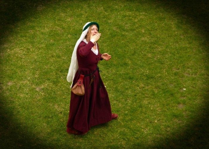 Damsel, medieval enactment, Bodiam