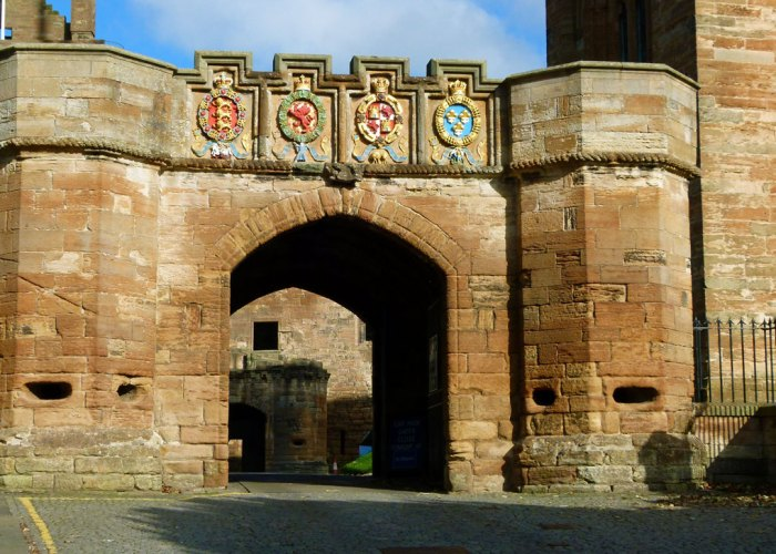 Linlithgow, chivalry, shields, gatehouse, James V
