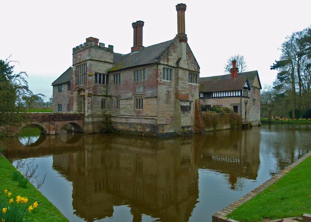Baddesley clinton medieval manor murder mayhem and for Home manor