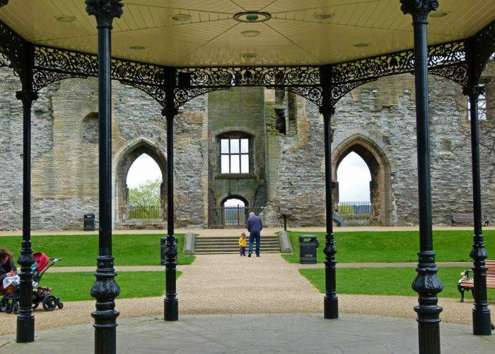 Newark Castle, bandstand, Victorian garden