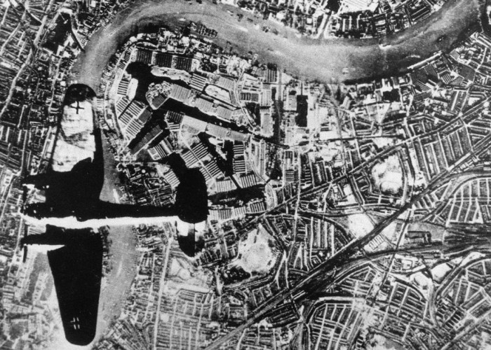 Heinkel, German bomber, Isle of Dogs, London, Blitz