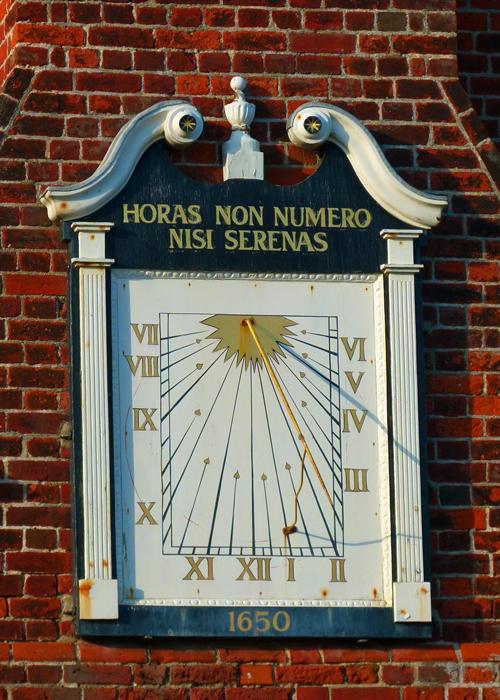 Sundial, Aldeburgh, Moot Hall , horas non numero nisi serenas