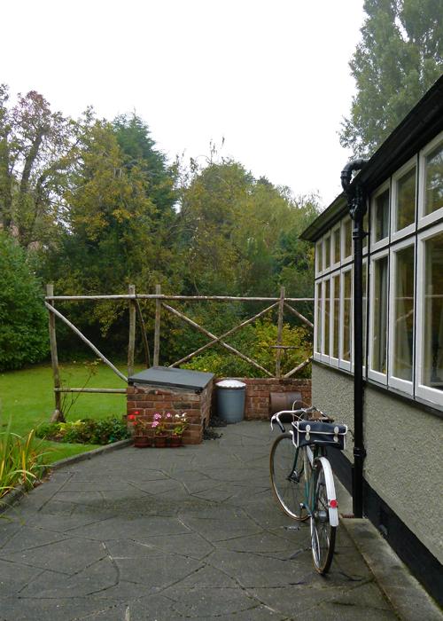 Mendips, kitchen, John Lennon, emerald green, Raleigh Lenton, bicycle