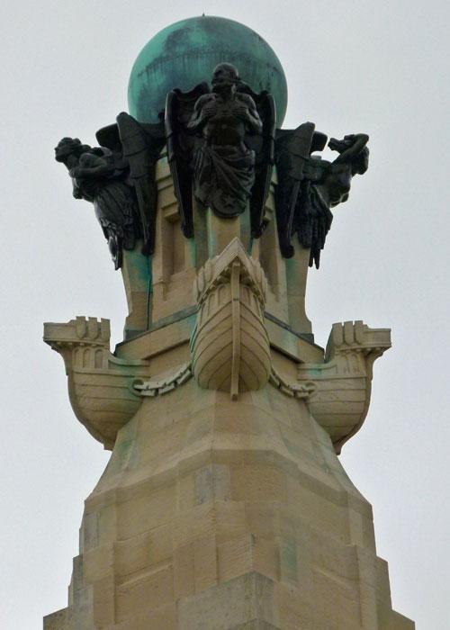 Portsmouth Naval Memorial, obelisk