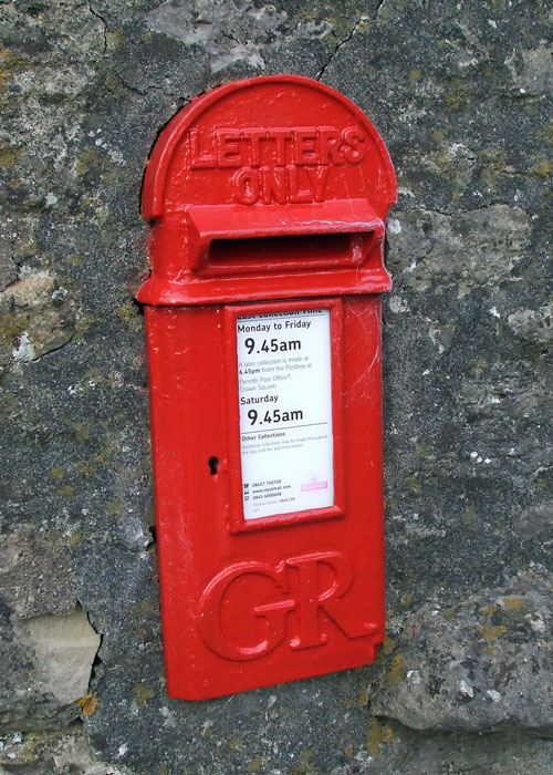 Post box in a wall, Keld
