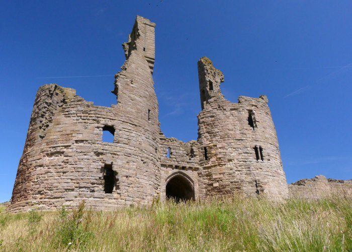 Dunstanburgh Castle, gatehouse