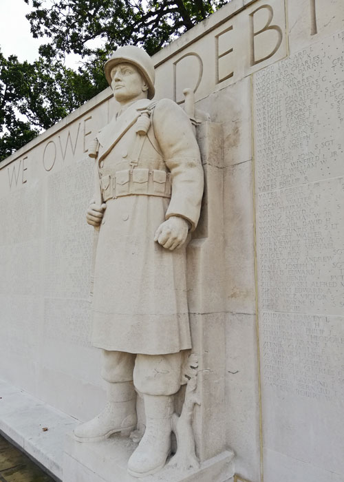 American Cemetery, Memorial to the Missing, statues