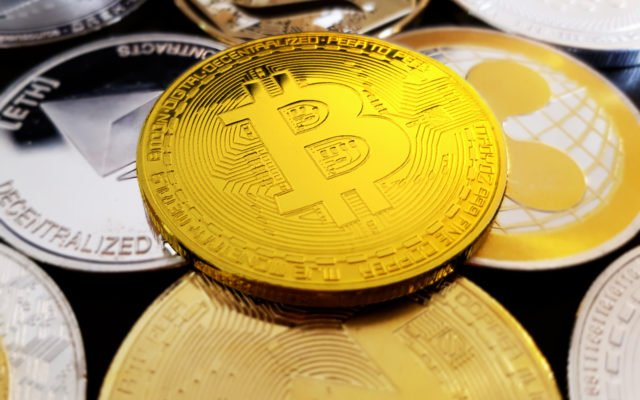 shutterstock_1127020184-640x400 Bitcoin Remains the Best Cryptocurrency Investment, According to Wall Street Trader