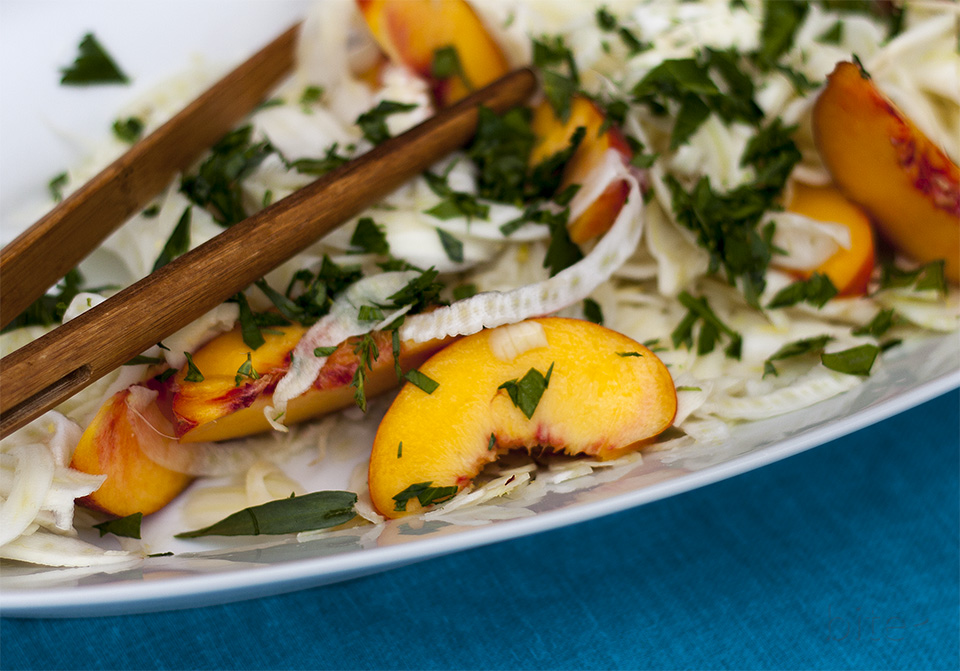 fresh peach and fennel salad - for perfect peaches