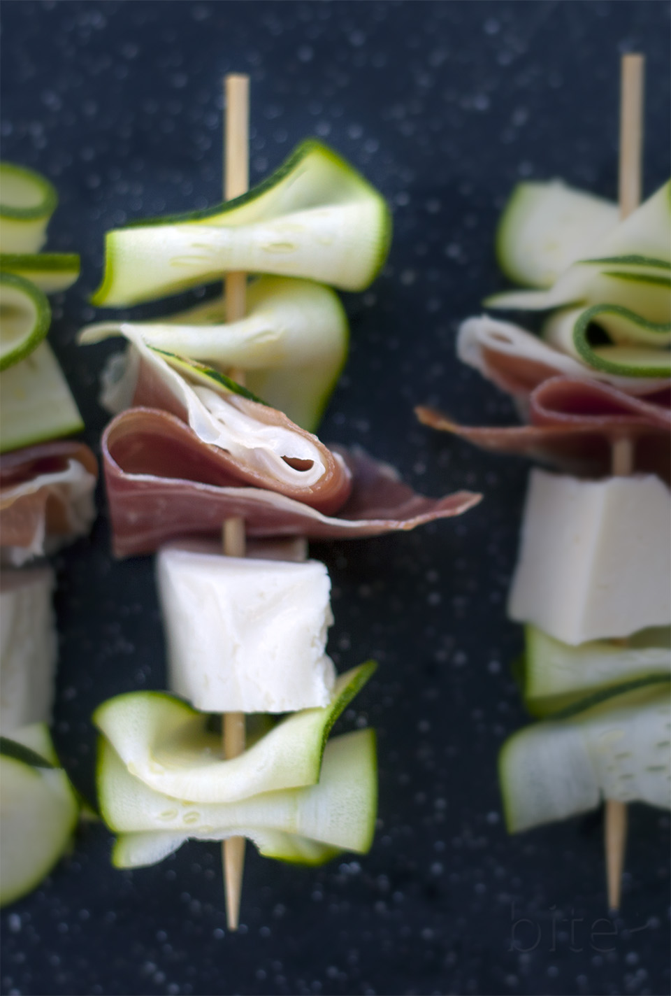 grilled zucchini, haloumi and prosciutto skewers - deelishious!