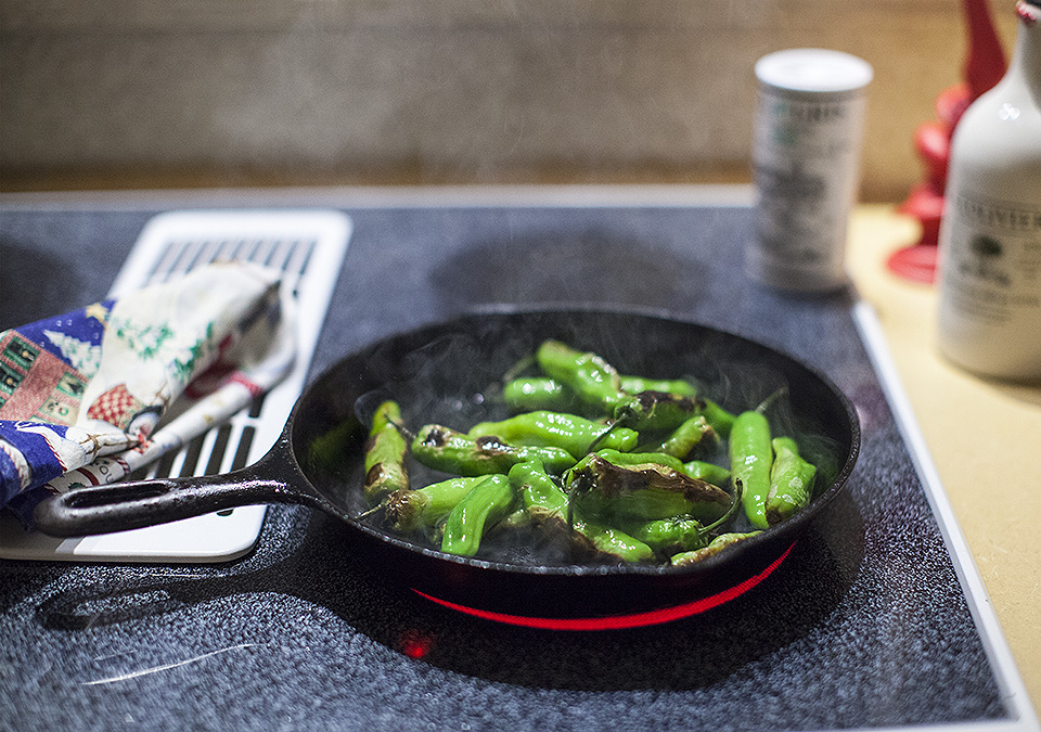 blistered shishito peppers - quick and dirty