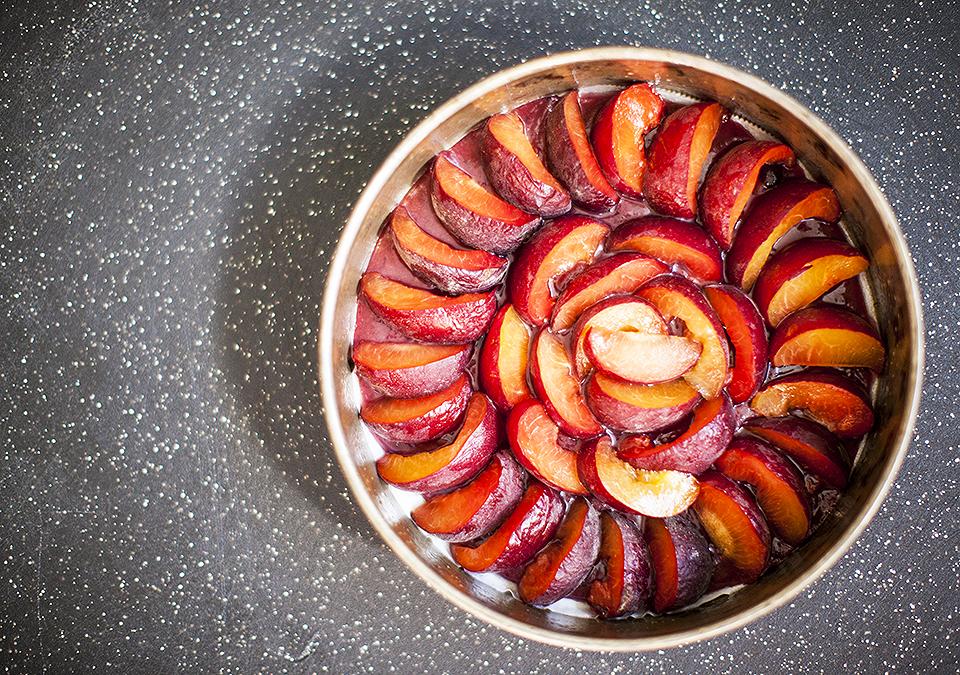 plum upside down cake l bitebymichelle.com