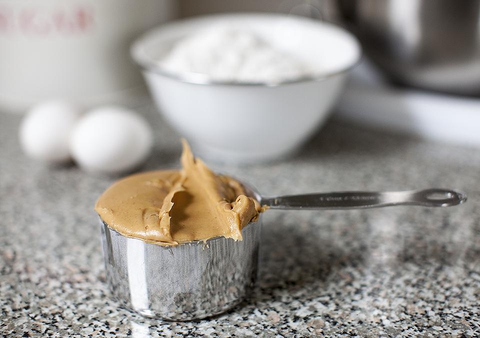 peanut butter cookies l bitebymichelle.com
