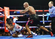 Bryant_Jennings_vs_Oscar_Rivas_knockdown