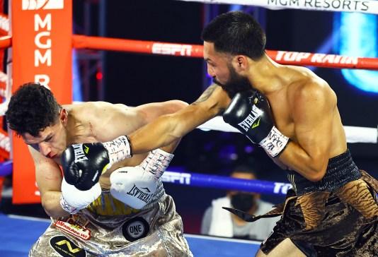 Miguel_Contreras_vs_Rolando_Vargas_action2