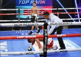 Shakur_Stevenson_vs_Felix_Carabello_knockdown