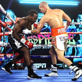Jose_Pedraza_vs_Mikkel_Les_Pierre_action1