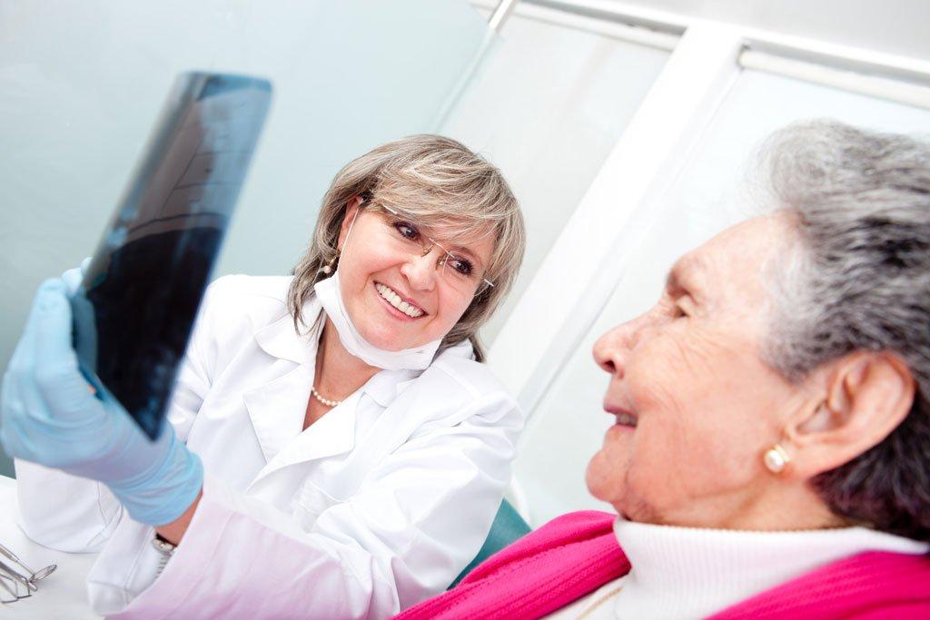 elderly-patient-with-dentist