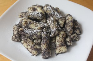 Potato dumplings with poppy seeds and powdered sugar.