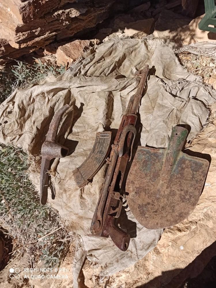 Bitlis'te araziye gömülü Kalaşnikof bulundu