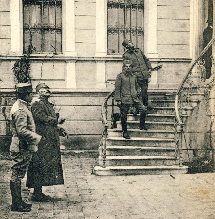 Prince Aleksandar I Karadjordjević and French general Maurice Sarrail in Bitola (November, 1916)