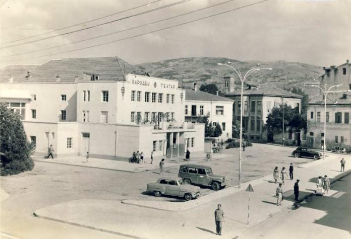 Народниот театар на разгледница од 1960 година