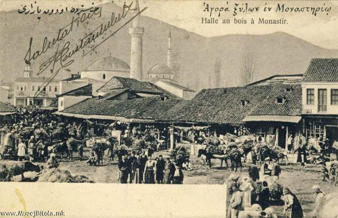 Дрвен Пазар на разгледница од 1904 година. Во заднината се гледаат Сунгур чауш бегова џамија, Исак џамија и Саат кулата. Истата е испратена во Солун во истата година