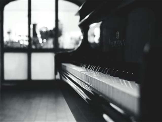 モノクロピアノ