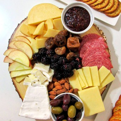 Thanksgiving Cheeseboard Appetizer