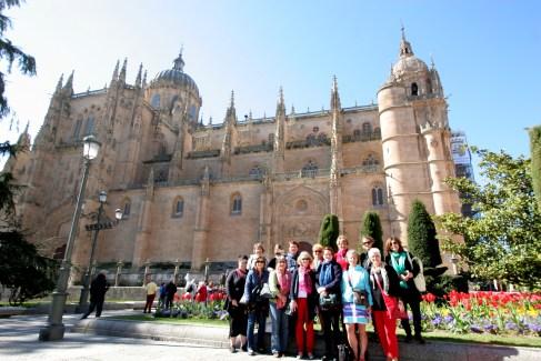El Grupo Salmantinos in La Plaza Anaya with the Nueva Catedral in the background