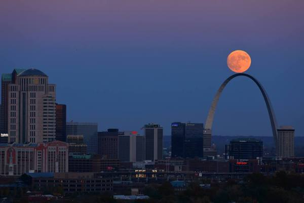 supermoon-over-st-louis