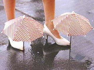 Se te mojan los zapatos ? nunca salgas a farrear sin unos paraguas como estos