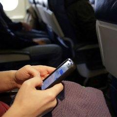 Aerolíneas Permitirán Uso Del Celular Durante Todo El Vuelo