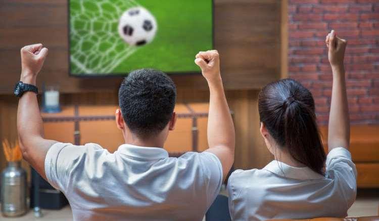 футбольную трансляцию