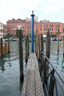 One of the many little jetties along the Grand Canal