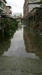 The streets around the Honggouli market used to flood because of the old sewer system.