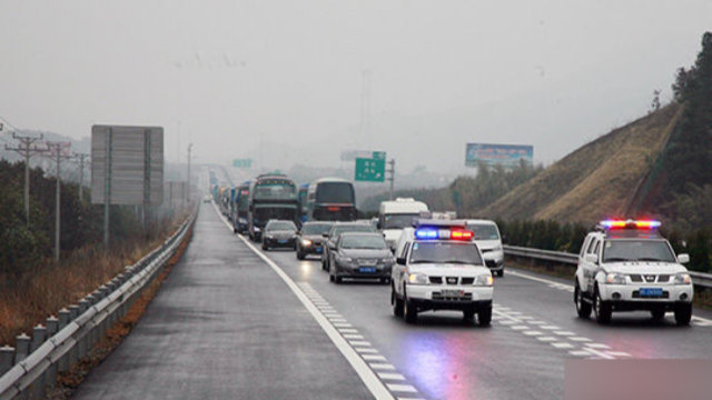 Police car on the road (taken from the Internet)
