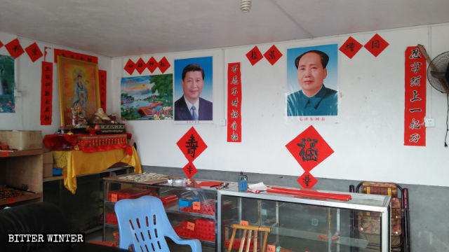 Portraits of Mao Zedong and Xi Jinping at Qingfeng Temple in Hengxi village of Qingliu county in Fujian.