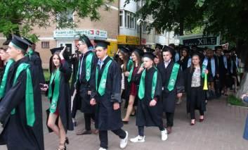 """VIDEO - Ani de liceu la """"Sadoveanu"""". Astăzi a avut loc cursul festiv"""