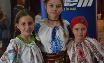 VIDEO - Petruța Sacară a câștigat trofeul festivalului de folclor Drag mi-i cantecul si jocul