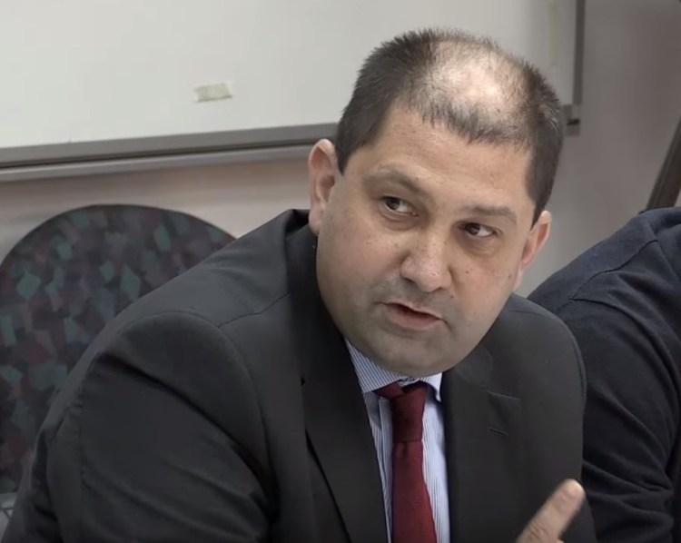 Адв. Петър Петров, представител на Юлен АД и на Либеро ЕАД.