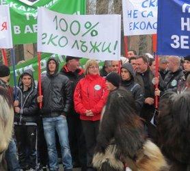 """Цецка Цачева на """"протест"""", защитаващ интересите на ПИБаджиите"""