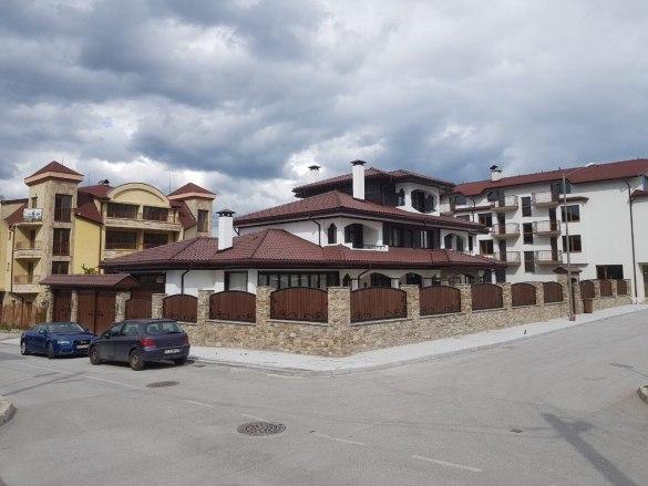 В Банско ремонтираха улица преди да пуснат обществена поръчка за материали