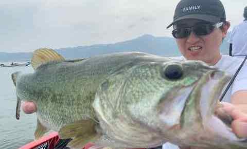 6月6日琵琶湖ガイドは藻化けが無けレバ・・・タラ・・・もGETNETジャスターフィッシュ3.5DSで51cm49.5cm他をキャッチ!