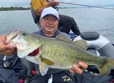ゲスト様からの釣れました報告は琵琶湖ガイドとしては嬉しいものです。