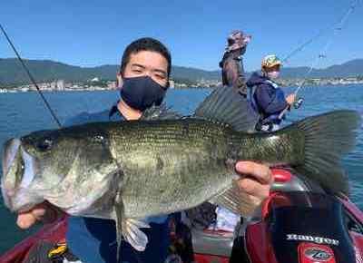 9月27日琵琶湖ガイドはGETNETジャスターフィッシュ3.5ダウンショットで52cm他!あの1本が悔やまれるぅ~