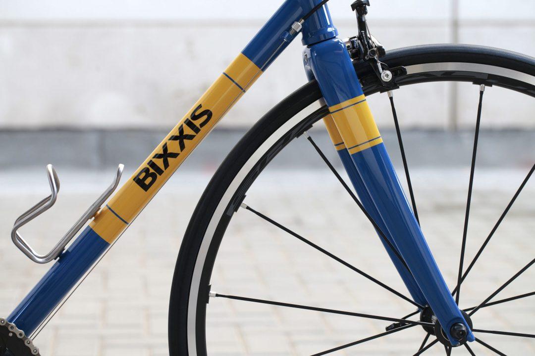 05 Dettaglio tubo diagonale, forcella e ruota di Bixxis Prima, bicicletta artigianale in acciaio realizzata a mano da Doriano De Rosa 006